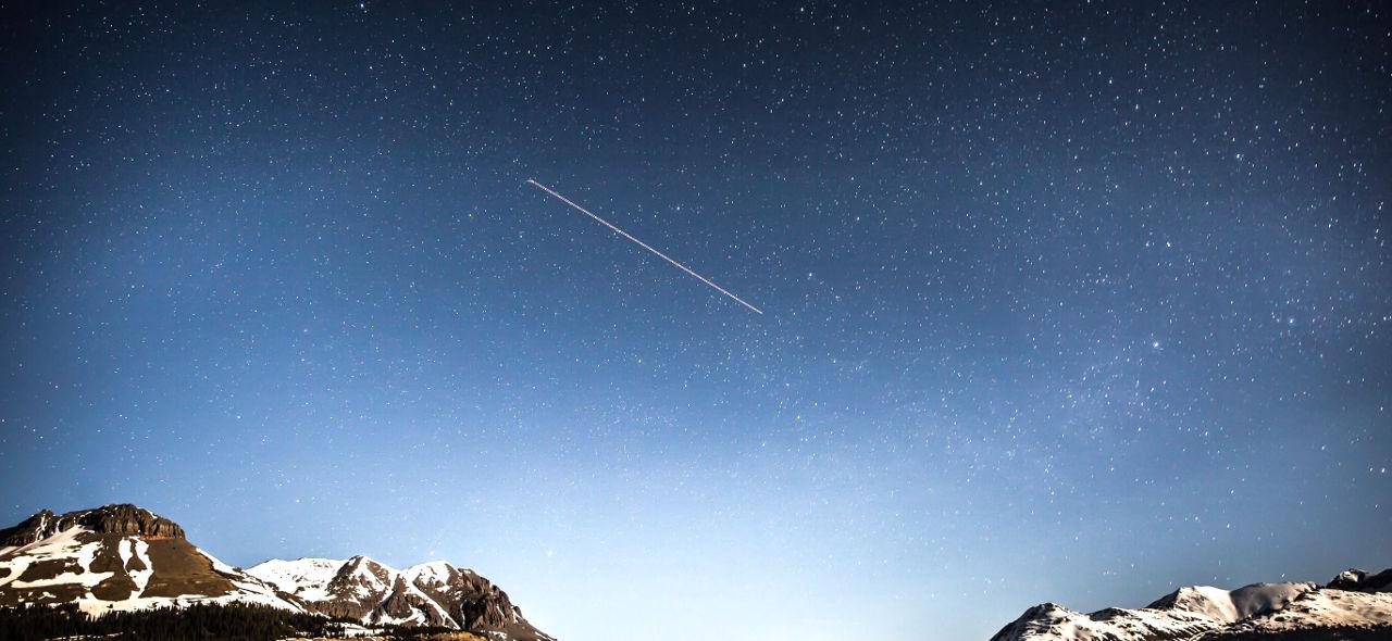 人工で夜空に星を走らせる! 壮大なチャレンジと流れ星の不思議