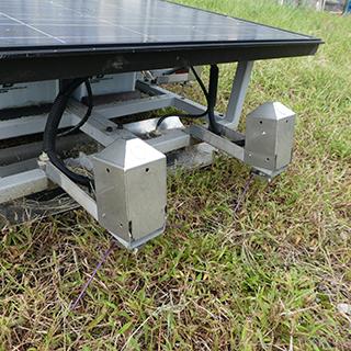 太陽光発電の救世主!AIを搭載した雑草の成長抑制ロボが登場
