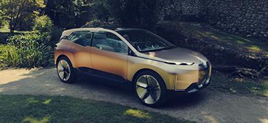 BMWが電動化戦略の柱となる最新コンセプトカーを公開!見据える車の未来が明らかに