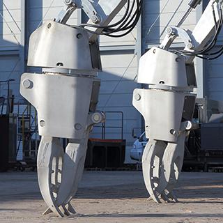 まるでSFアニメに出てくるロボット!災害現場での復旧活動&子供たちに夢を抱かせるマシン