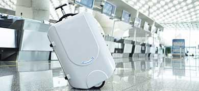 手を添えるだけでスムーズに動く! 世界初の電動スーツケースがクラウドファンディングサイトに登場