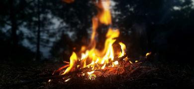 パチパチと聞こえる「たき火の音」って何の音かご存じですか?