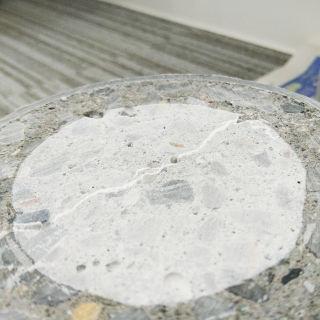 道路補修工事がなくなる!?「自己治癒するコンクリート&アスファルト」のすごい効果
