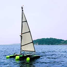 自然風で航行する無人ヨット誕生! 帆船型ドローンが海洋インフラに新風を吹き込む