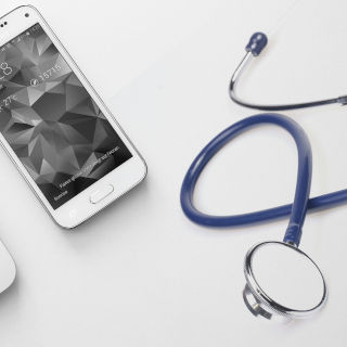 医療用アプリが国内初の治験を実施!有効性が確認された依存症とは?